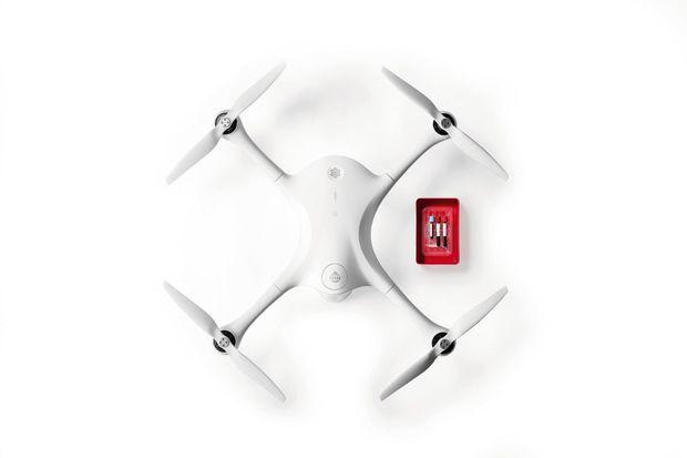 Le Matternet-UPS est un drone à 4 rotors. Il est capable de transporter en trois minutes des échantillons médicaux de 2,25 kilos. Vitesse moyenne : 65 km/h.