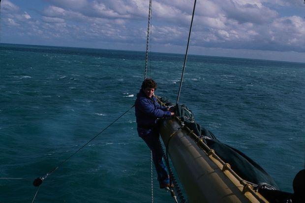 Le photographe Jean Guichard sur le voilier « Libertad », en 1979.