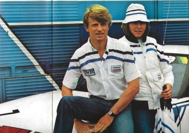 Le pilote Pierre Dieudonné (notamment à Francorchamps) avec Cécile, la maman d'Adeline.
