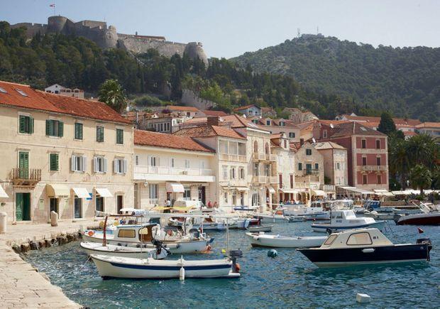 Le port de Hvar, fondé par les Grecs.