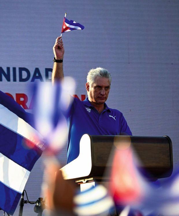 Le président Miguel Diaz-Canel, à qui Raul Castro a cédé les pleins pouvoirs en avril, pendant le meeting de « réaffirmation révolutionnaire », le 17 juillet.