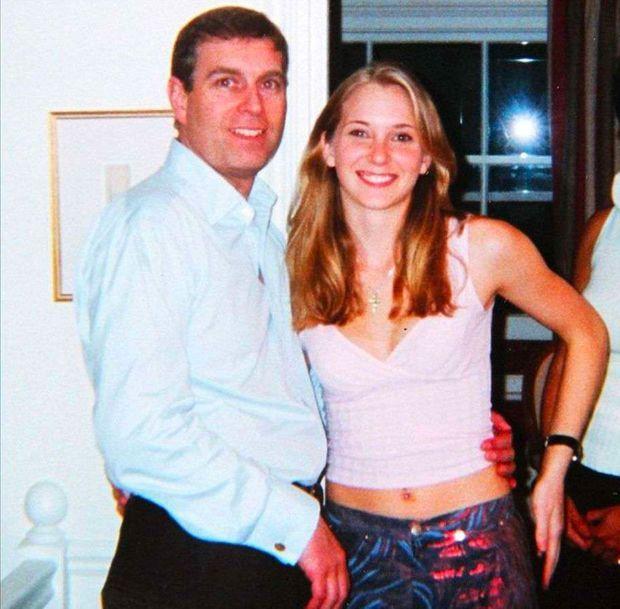 L'homme d'affaires Jeffrey Epstein formellement accusé — Exploitation sexuelle