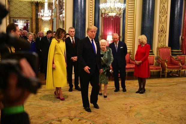 Le protocole ? Il s'en fiche autant que de la politesse. Et n'hésite pas à marcher à côté de la Reine, à Buckingham, en 2019.