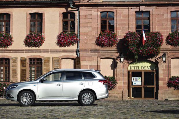 Le SUV Mitsubishi Outlander est le véhicule hybride rechargeable le plus vendu au monde. Il est disponible à partir de 36 990 €.