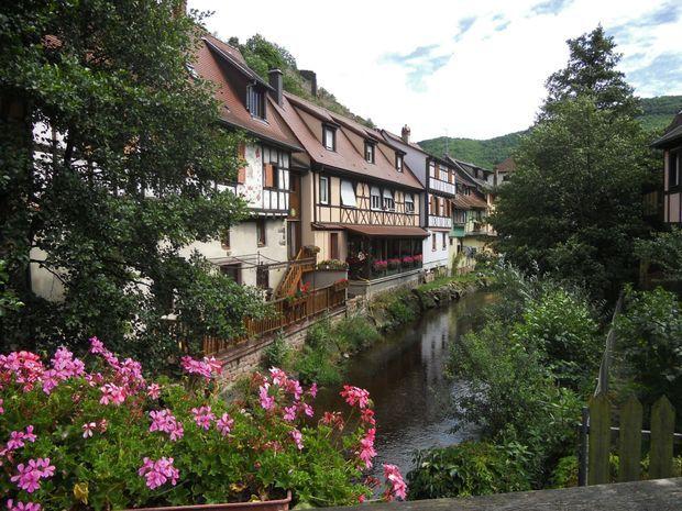 Le village historique de Kaysersberg abrite le domaine Weinbach, l'un des plus célèbres d'Alsace