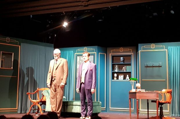 Sam Karmann et Franck Desmedt sur la scène du Théâtre Rive Gauche.