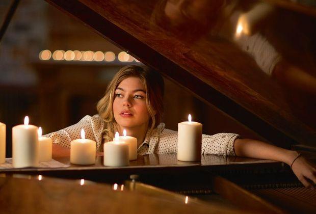 En mars 2015, l'actrice, qui n'a pas abandonné la musique, sortira son premier album.