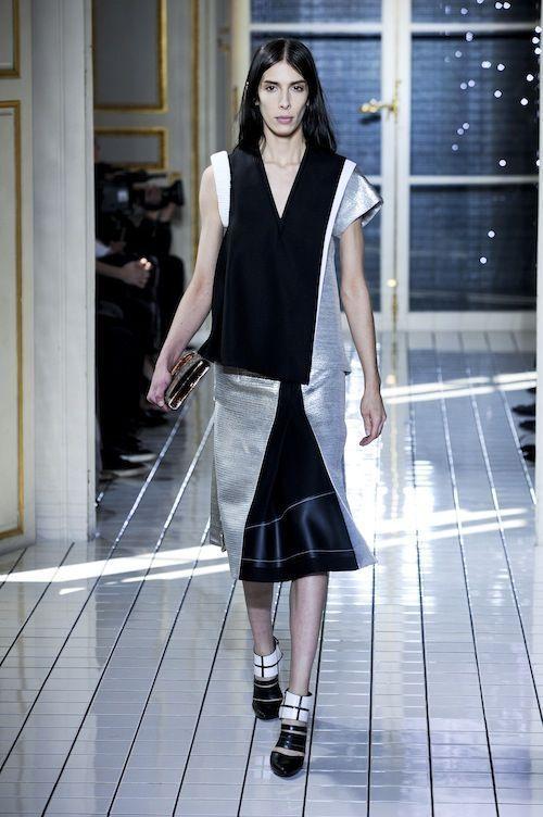 Lea T défile pour la collection automne-hiver 2011-2012 de Balenciaga
