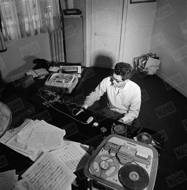 « Son meilleur rendement : entre 1 heure et 6 heures du matin. » - Paris Match n°809, 10 octobre 1964.