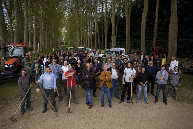 L'équipe des jardiniers de Versailles au grand complet.