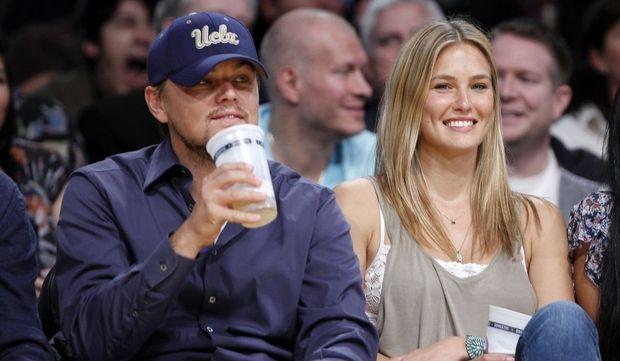 Leonardo DiCaprio et Bar Refaeli à un match de baseball-