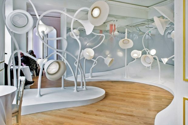 Les cloches olfactives créées par l'agence Projectiles, qui signe le lieu, jouent avec notre mémoire.