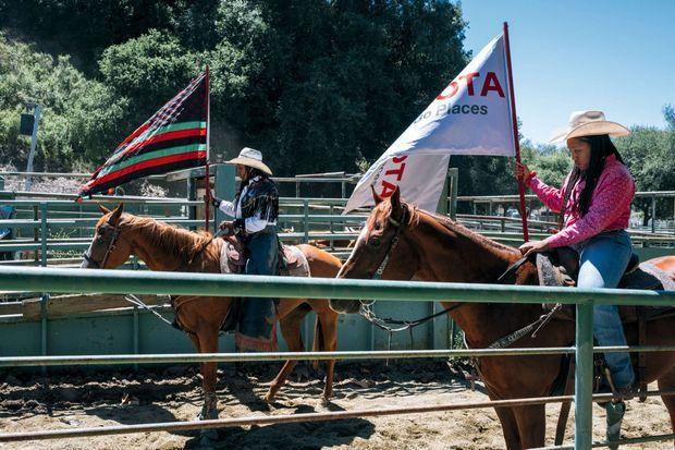 Les drapeaux de libération afro-américaine flottent aussi sur le Bill Pickett Rodeo