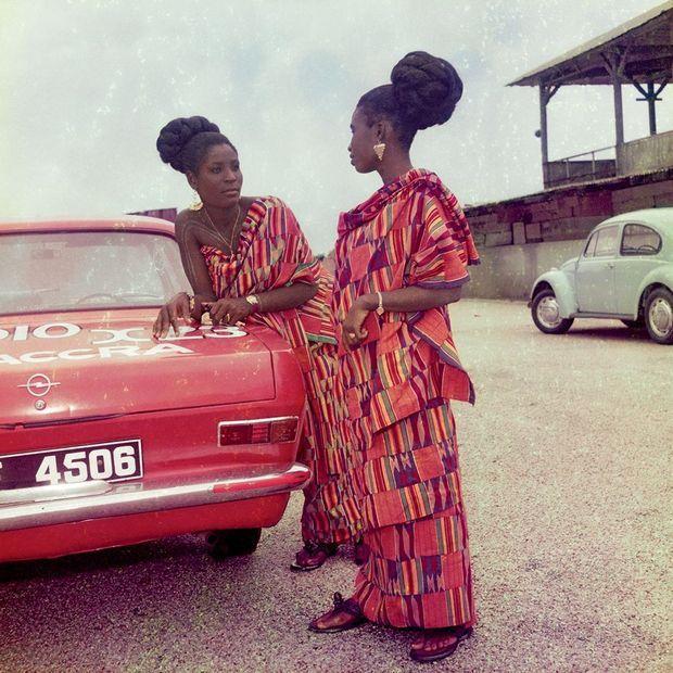 « Les élégantes », de James Barnor, Accra, 1970.