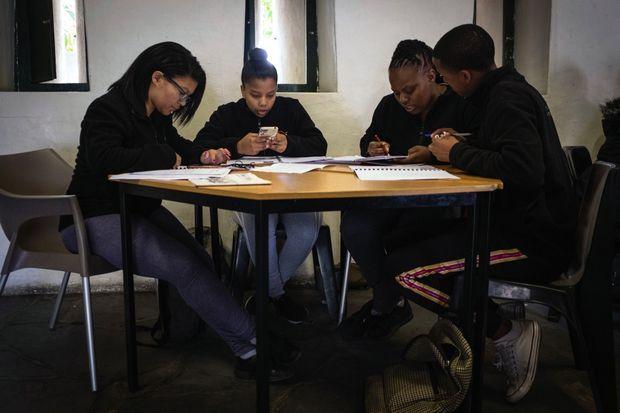 Les étudiants en œnologie feront les grands crus sud-africains de demain.