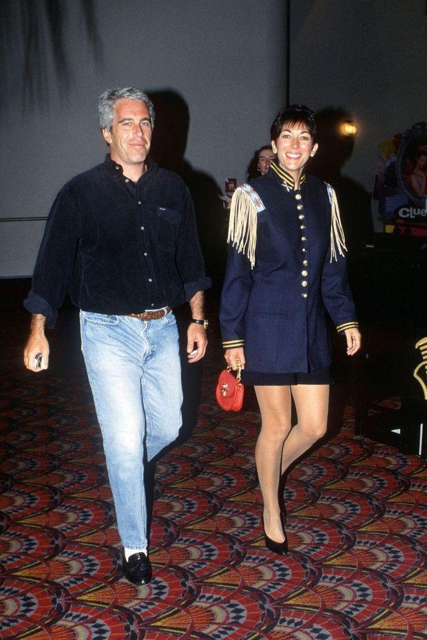 Les galons de Ghislaine: «petite amie principale». Avec Jeffrey Epstein à une première de cinéma, en 1995 à New York.