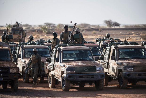 Les pick-up équipés de mitrailleuses, une autre arme essentielle dans cette « guerre d'agilité ».