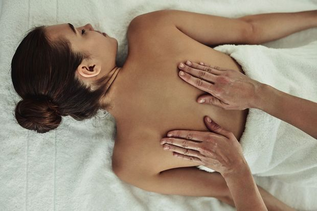 Libérer par le toucher les mémoires traumatiques du corps et de l'esprit, c'est l'essence de cette thérapie manuelle