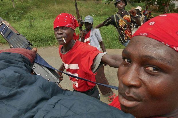 Liberia, 2003 : des miliciens du régime autoritaire de Charles Taylor.