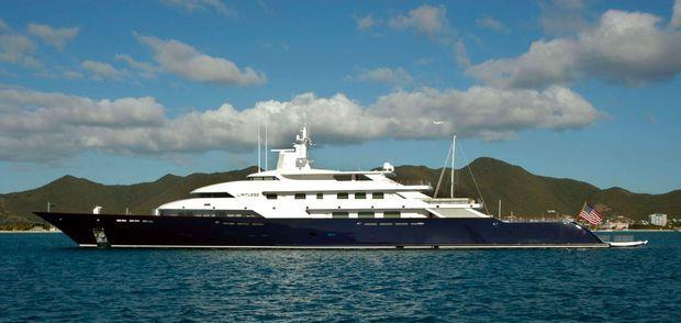 """""""Limitless"""", le yacht de Leslie Wexner, au large de Saint-Martin, en 2005."""