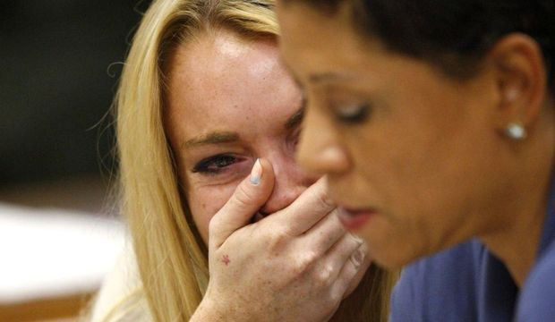 Lindsay Lohan pleurs tribunal juillet 2010-