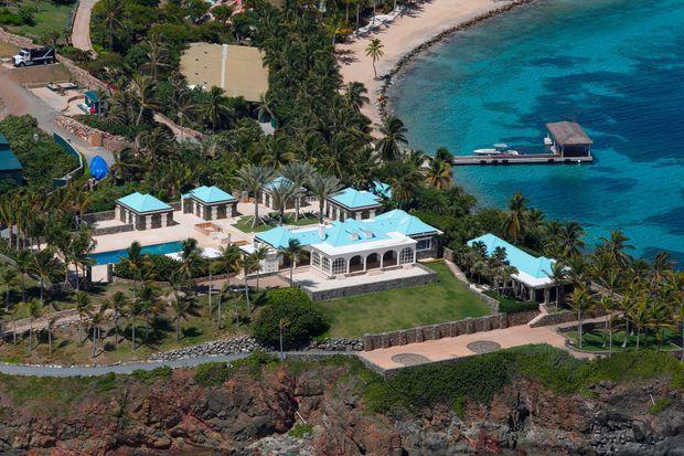 Dans des estimations transmises à la justice, l'île privée est estimée à 63,8 millions de dollars.