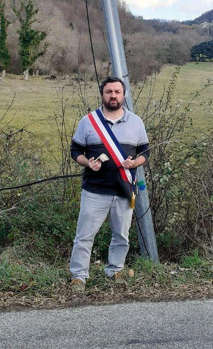 Loïc Morel, un maire de la Drôme signataire de la tribune dénonçant les difficultés de la téléphonie fixe.