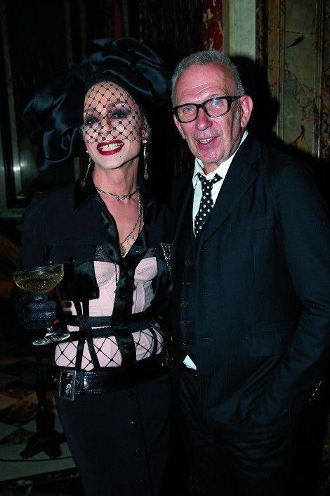 Lola Dragones, reine de la nuit, avec Jean Paul Gaultier, pour la sortie de son parfum Scandal en juin dernier.