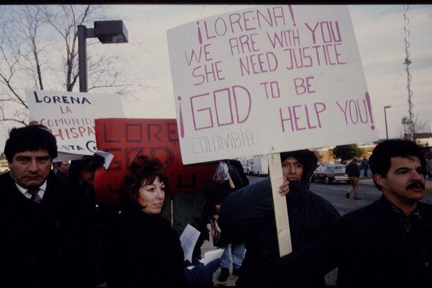 Manifestation de soutien à Lorena Bobbitt lors de son procès en janvier 1994.