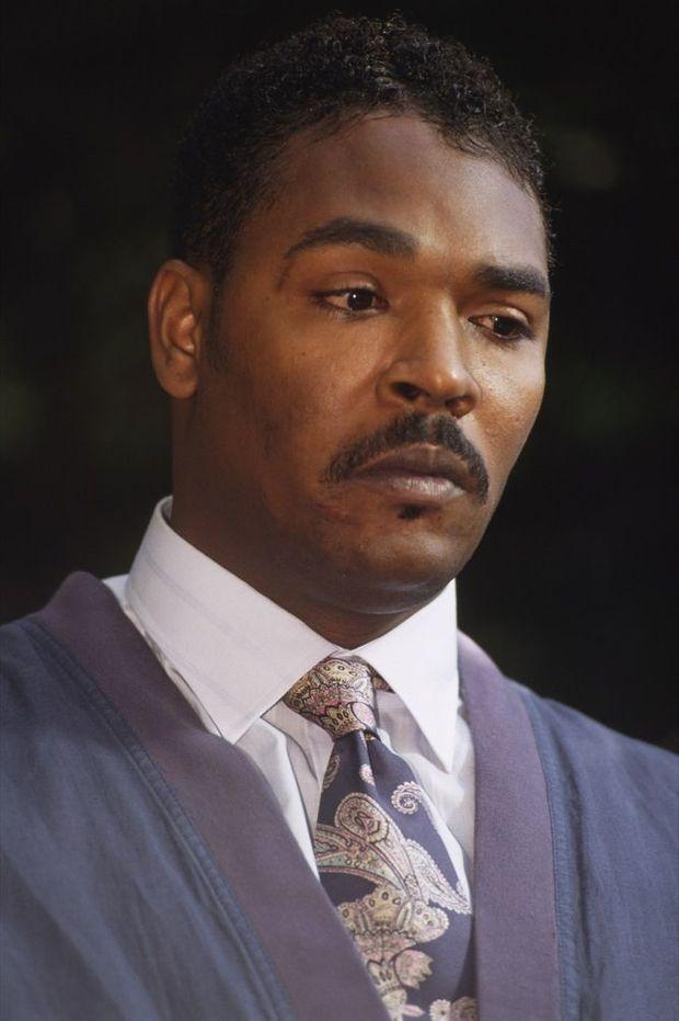 «Ne pouvons nous pas nous entendre ? Nous pouvons tous vivre ensemble»… Rodney King devant la presse pour appeler au calme, le 1er mai 1992.