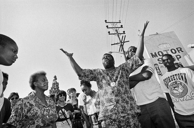 Regroupement sur un carrefour de South Central pour appeler au calme, le 30 avril 1992.