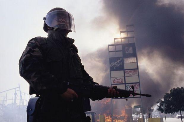 Un soldat de la Garde Nationale à South Central, le 1er mai 1992.