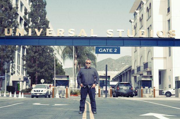 Formé sur le tas, machiniste avant de devenir assistant réalisateur, Luc Besson ne s'est jamais interdit de franchir les lignes jaunes.