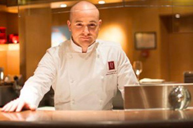 Ludovic Bonneville, le chef du « W » au Warwick de la rue de Berri à Paris, a les idées lumineuses d'une nouvelle génération en cuisine.