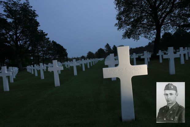 Une tombe parmi tant d'autres, dans le Normandy American Cemetery, à Colleville-sur-Mer, celle du soldat Hoback, né à Bedford (Virginie) et prénommé Bedford.