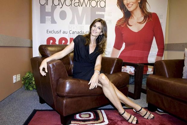 Cindy Crawford s'investit pour le lancement de « Home », son émission de déco, au Canada.