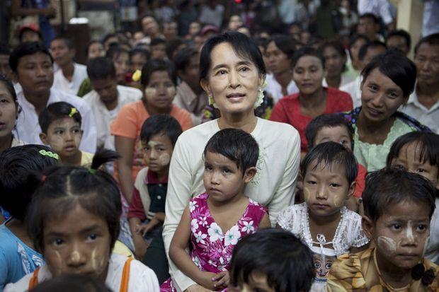 Peu après sa libération, la dame de Rangoon a pu retrouver un contact direct avec ses compatriotes.