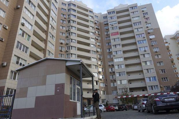 Dans ce grand immeuble pompeusement appelé condominium, Bogachev a acheté deux appartements.