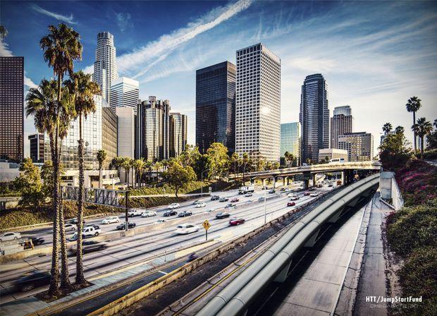 Avec 28 places par capsule et un départ toutes les deux minutes, Hyperloop serait capable de transporter 840 passagers par heure, soit 7,4 millions de personnes par an.