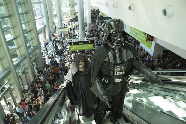 L'Empereur et Dark Vador ne sont pas morts ! Ils défilent dans les allées du Convention Center d'Anaheim.