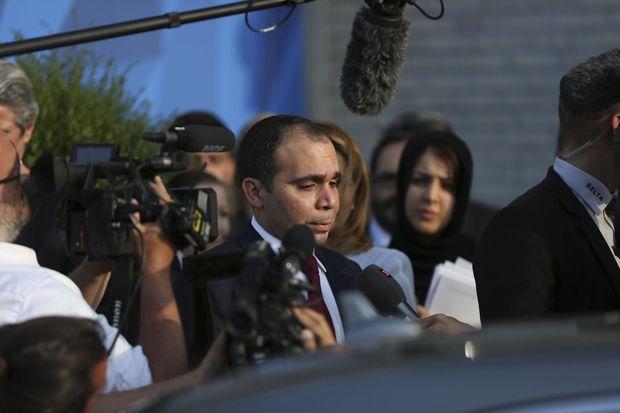 Battu vendredi par le Suisse, le prince Ali ben al-Hussein, vice-président, qui avait été soutenu par Michel Platini, pourrait se représenter.