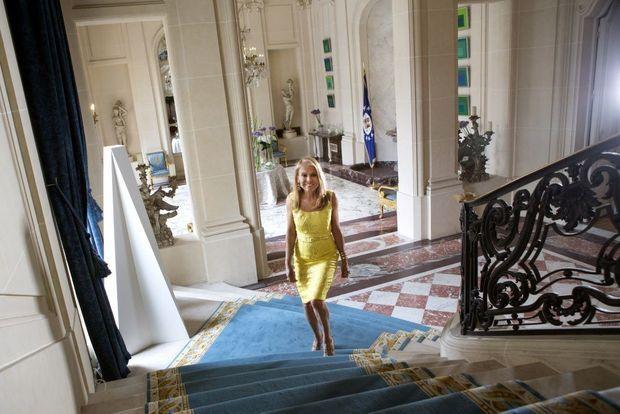 Dans l'escalier qui mène aux appartements privés de la résidence de l'ambassadeur.