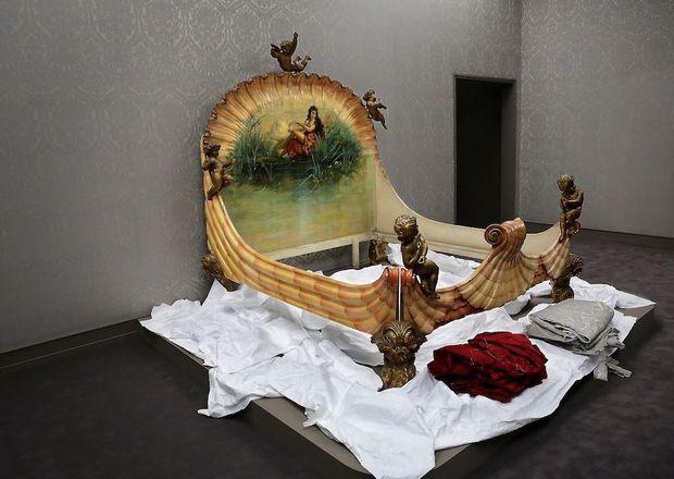 Le lit de la Païva, pour laquelle Guido Henckel von Donnesmarck, un dignitaire allemand, ft construire, au 25 de l'avenue des Champs-Elysées, un extravagant hôtel particulier, aujourd'hui classé monument historique.