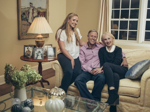 Olivia et ses parents, William et Julia. Tous deux travaillent dans la finance.