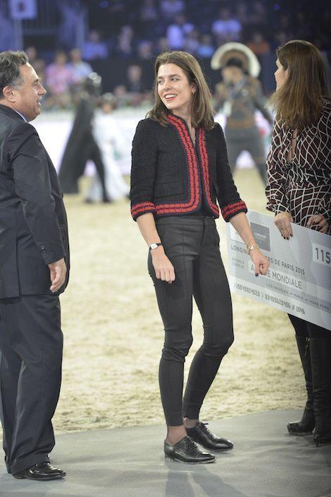 En torera de charme signée Gucci, pour la remise du prix qui ira à l'association Amade.