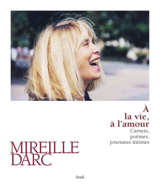 <emphasize>« A la vie, à l'amour », de Mireille Darc, éd. Seuil, 272 p., 24,50 euros.</emphasize>