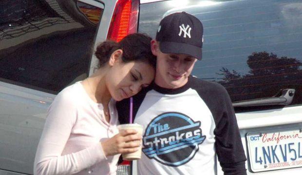 Macaulay Culkin et Mila Kunis en 2002-