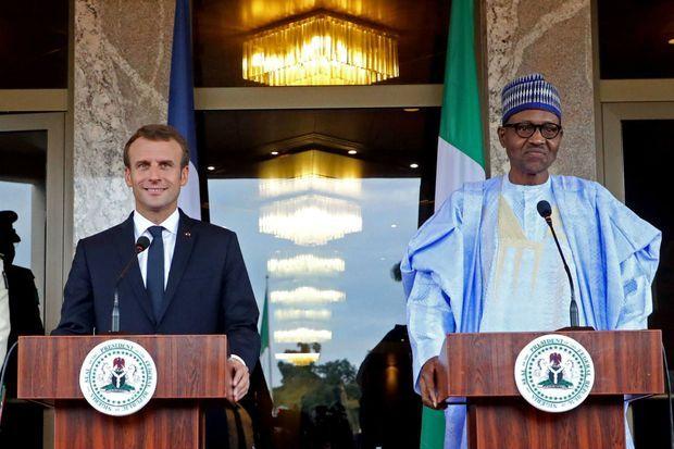 Seize ans après son stage en ambassade, Emmanuel Macron revient au Nigéria en tant que président de la République, ici le 3 juillet 2018 avec Muhammadu Buhari
