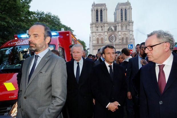 Edouard Philippe, Emmanuel Macron et son épouse lundi soir sur place.