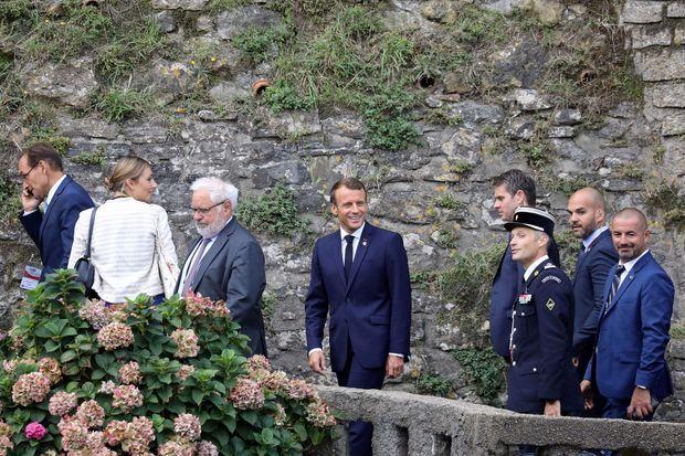 Emmanuel Macron a rejoint à pied le centre Bellevue, depuis l'hôtel du Palais.
